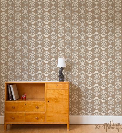 pattern_penny_flowerspot_folklore_creme_wallpaper